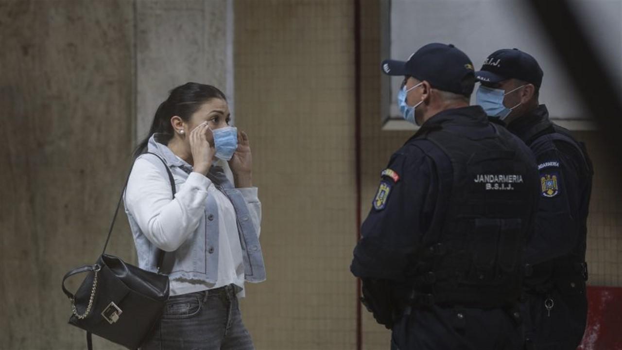 Cât riscă românii să plătească pentru nepurtarea măștii în spații închise. Amenzi usturătoare