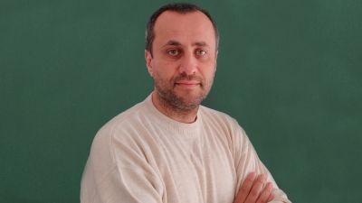 PROCURORUL CU PATRIA A PRIORI IN SUFLET – Incredibil: procurorul DNA Tiberiu Cozma a pledat la Tribunalul Militar Bucuresti impotriva solutiei dispuse de adjuncta Sectiei a II-a DNA, Ana Dana. Cozma a cerut inchiderea dosarului in care maiorul SRI Daniel Florea il acuza de fals pe fostul sef al SRI Prahova Constantin Marin privind colaborarea cu Securitatea, desi Ana Dana dispusese redeschiderea cauzei. Judecatorul militar Cristian Vrabie a dispus reluarea anchetei (Incheierea) PROCURORUL CU PATRIA A PRIORI IN SUFLET – Incredibil: procurorul DNA Tiberiu Cozma a pledat la Tribunalul Militar Bucuresti impotriva solutiei dispuse de adjuncta Sectiei a II-a DNA, Ana Dana. Cozma a cerut inchiderea dosarului in care maiorul SRI Daniel