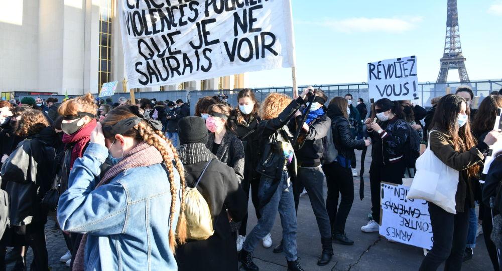 Proteste la Paris și Leipzig după votarea unor legi controversate