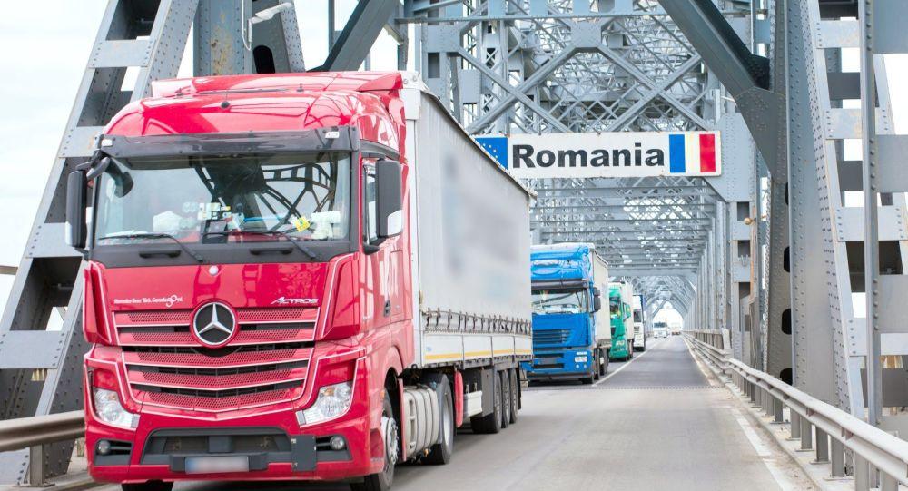 Cetățeni moldoveni, arestați la frontiera română pentru ceea ce transportau în microbuz